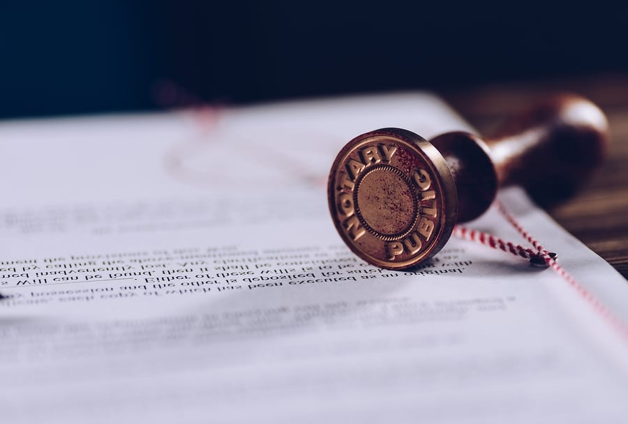Notary Public or a Lawyer: Which Do I Need?